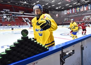 HELSINKI, FINLAND - DECEMBER 26: Sweden's Alexander Nylander #19 reaches for pucks before facing off against Team Switzerland during preliminary round action at the 2016 IIHF World Junior Championship. (Photo by Matt Zambonin/HHOF-IIHF Images)