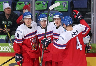 Czechs hold off Belarus