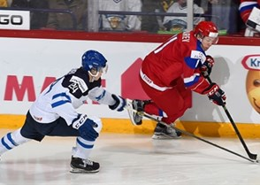 HELSINKI, FINLAND - JANUARY 5: Russia's Maxim Lazarev #11 stickhandles the puck away from Finland's Kasperi Kapanen #24 during gold medal game action at the 2016 IIHF World Junior Championship. (Photo by Matt Zambonin/HHOF-IIHF Images)